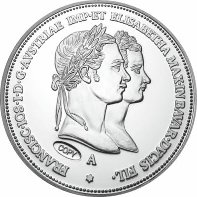 // 1 florin utánveret, Eljegyzési 1 florin utánveret, ezüstözött rézötvözet, , eredeti érme 1854 // Ferenc József 1853. augusztusában eljegyezte Wittelsbach Erzsébetet, ismertebb nevén Sissit. Ez alkalomból 1894-ben, beharangozandó az esküvő, a mindennapi
